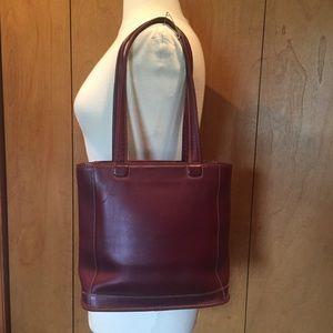 COACH Bleeker bucket bag in Burgundy leather